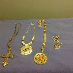 Jewelry - LOT OF 3 GOLD  & SILVERTONE STATEMENT NECKLACES